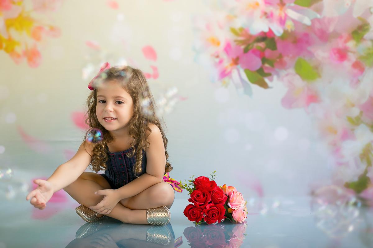 Foto de menina em estúdio