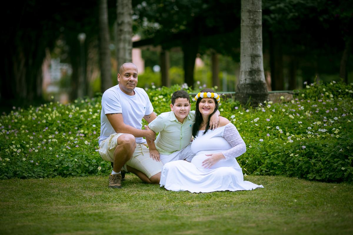 Ensaio de gestante com filho e marido