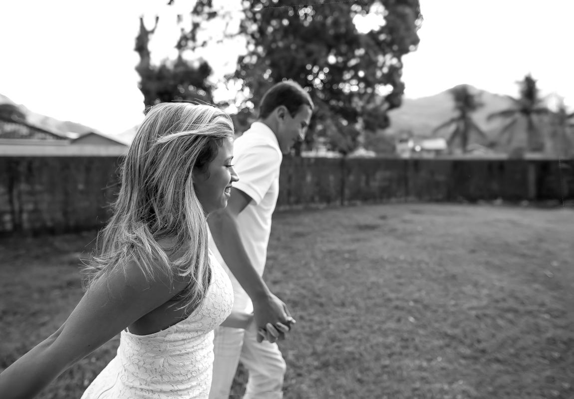 Ensaio Pré casamento noivos correndo Sahy