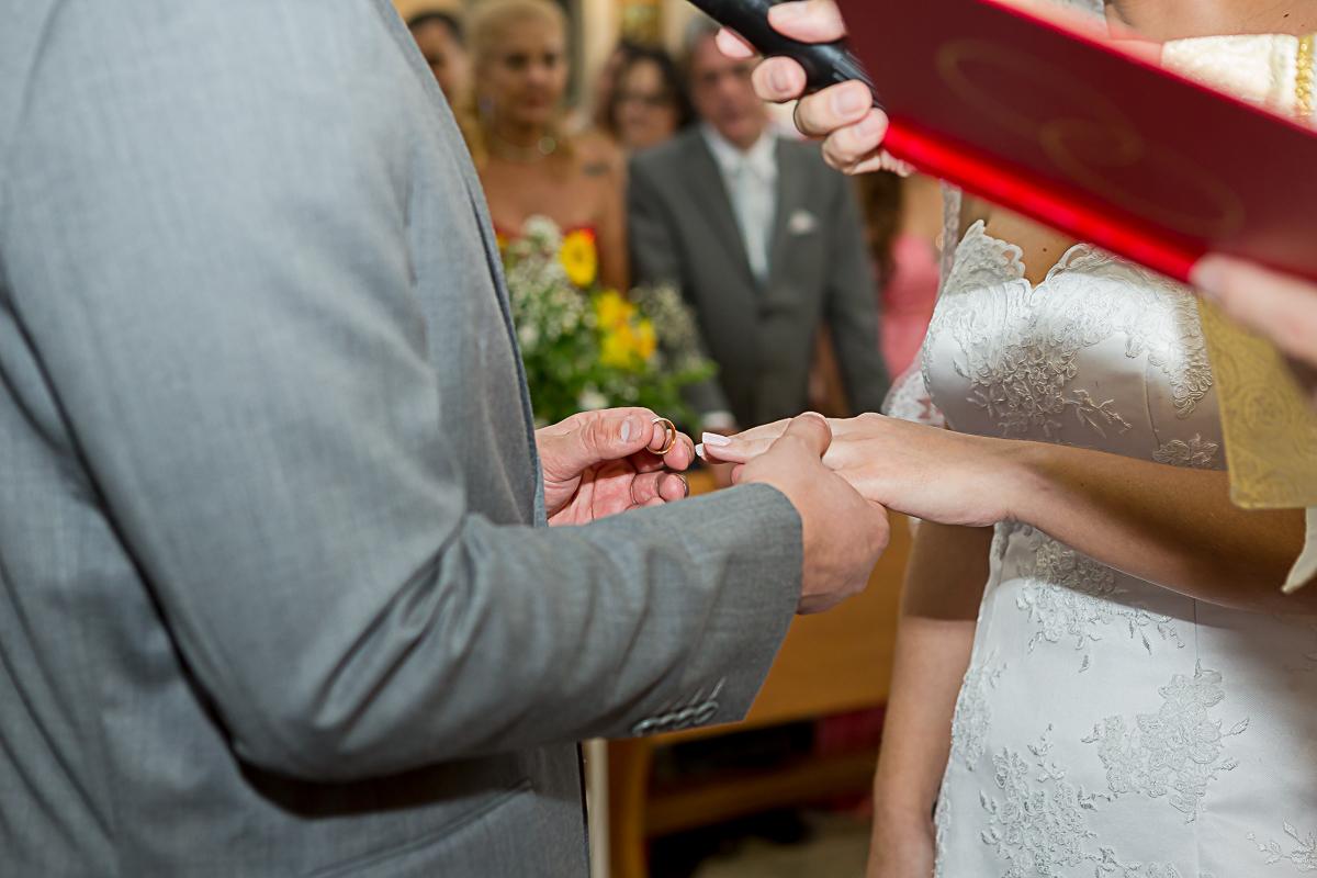 Colocando a aliança na Noiva