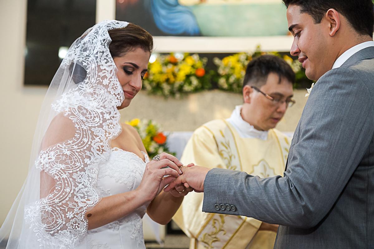 Colocando a Aliança no noivo