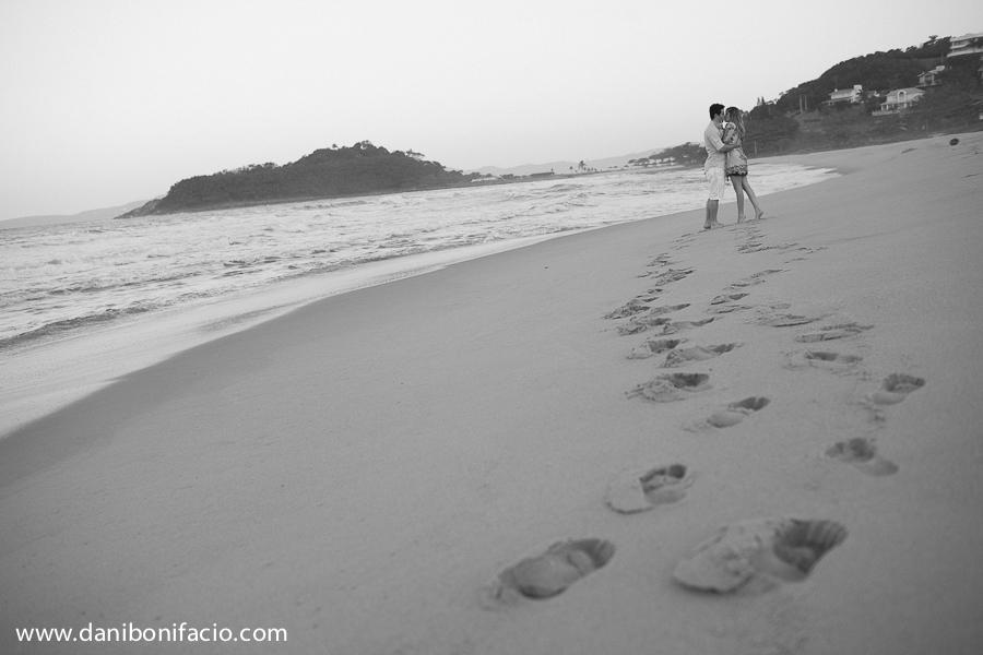 caminhando na praia