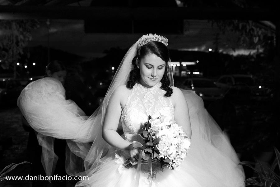 casamento noiva entrando
