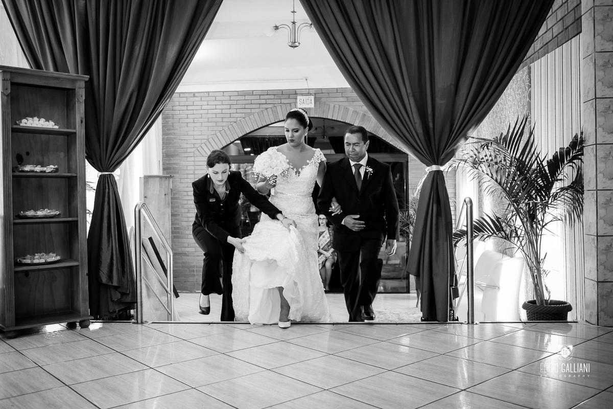 Entrada da noiva com a cerimonial Stern Eventos