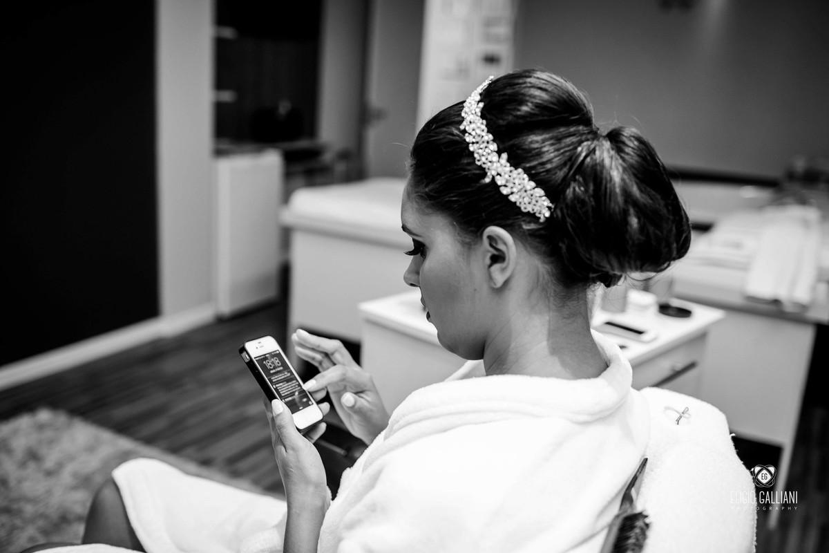 Noiva mandando msg para o noivo