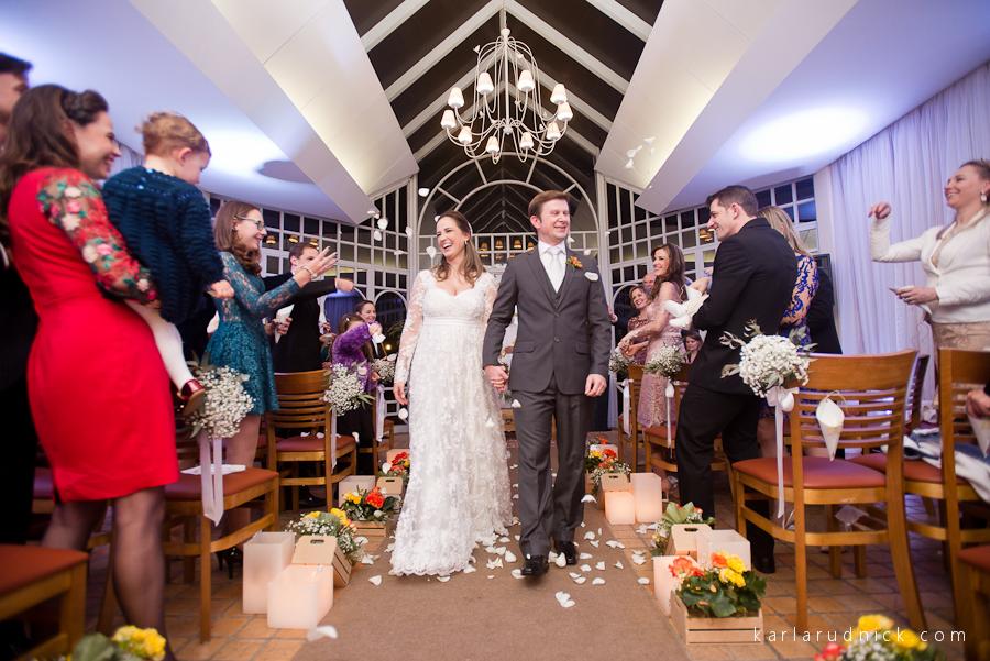 Saída dos noivos da cerimônia no Hotel Serra Alta em São Bento do Sul