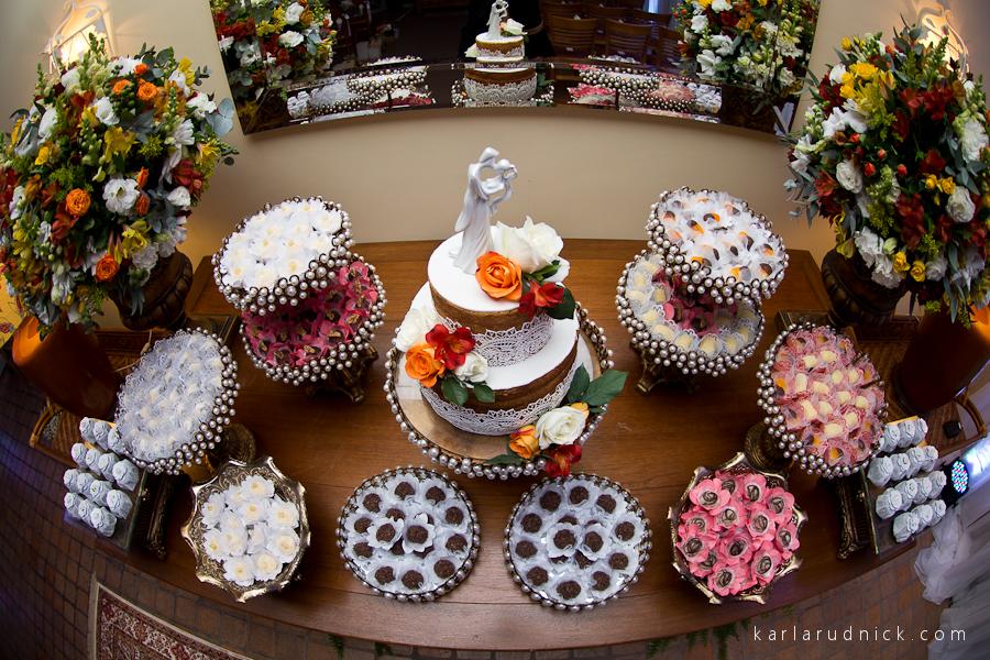 Mesa de doces e bolo de casamento