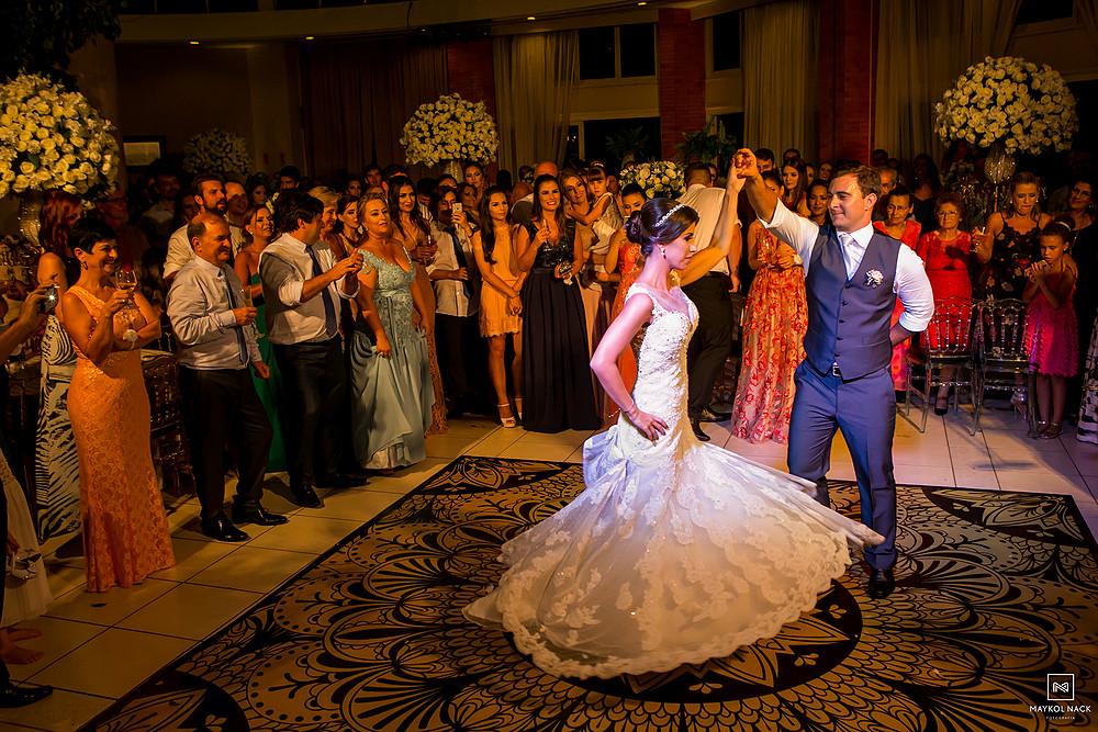 noivos dança casamento