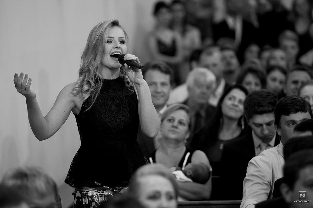 cantando no casamento