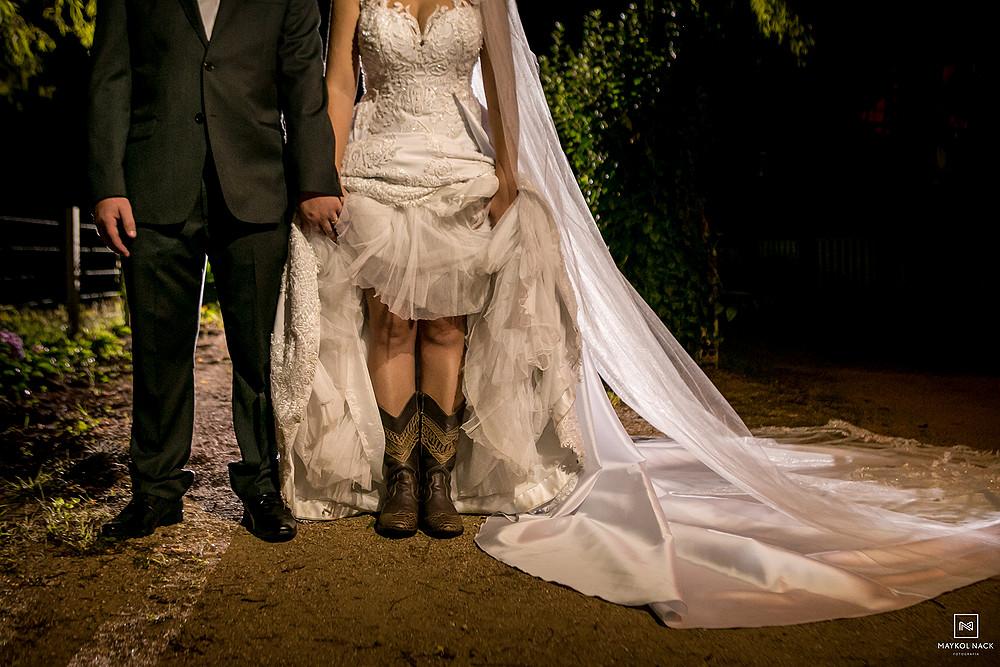 noiva com botas casamento