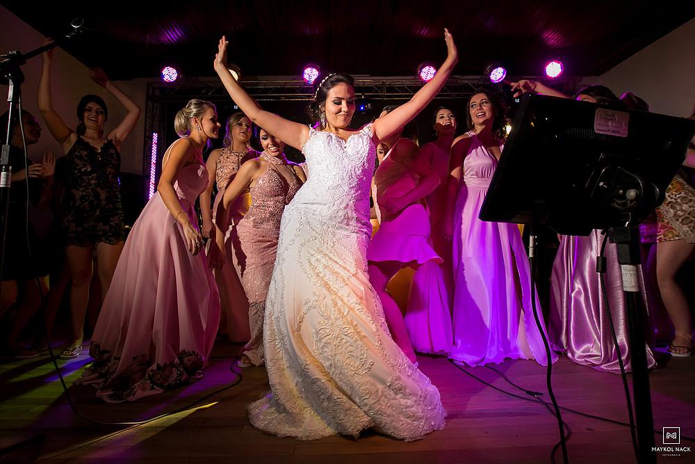 madrinhas no palco do casamento