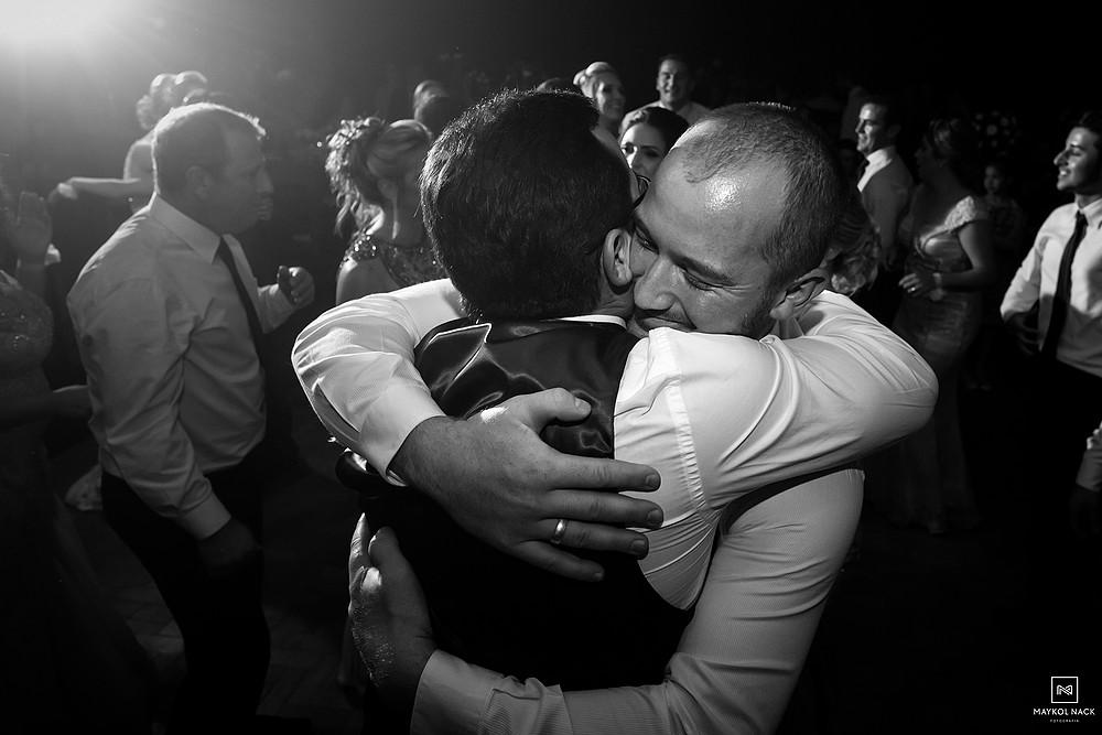noivo e irmão em casamento
