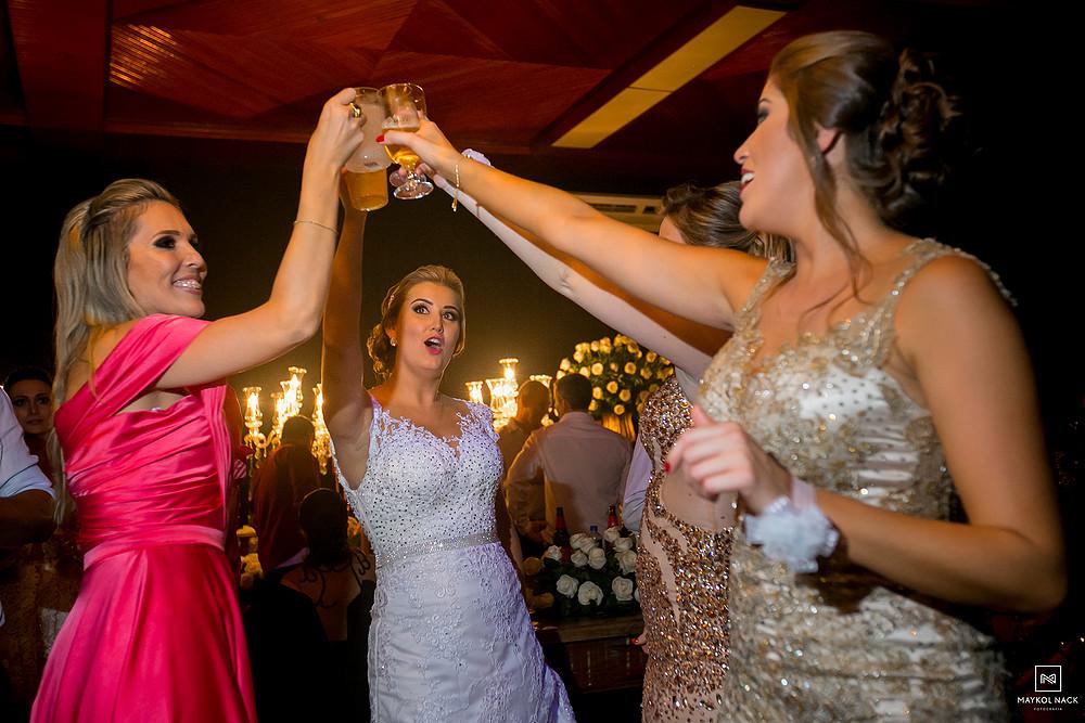noiva dançando no casamento