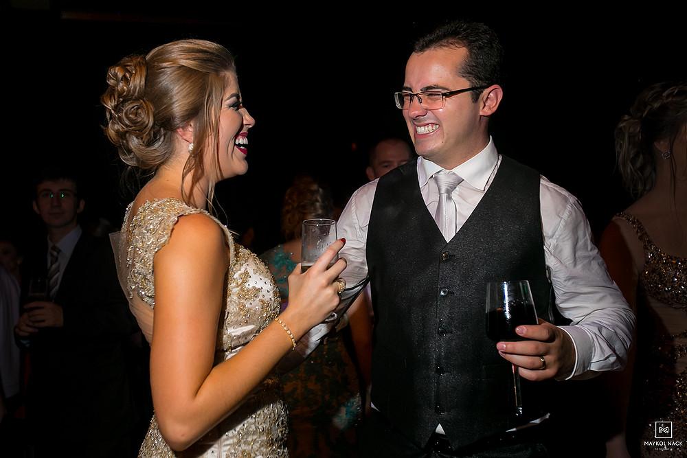noivo e cunhada no casamento