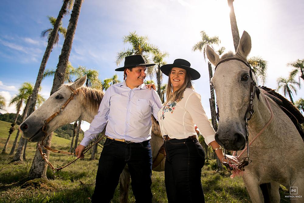 casal que gosta de cavalos