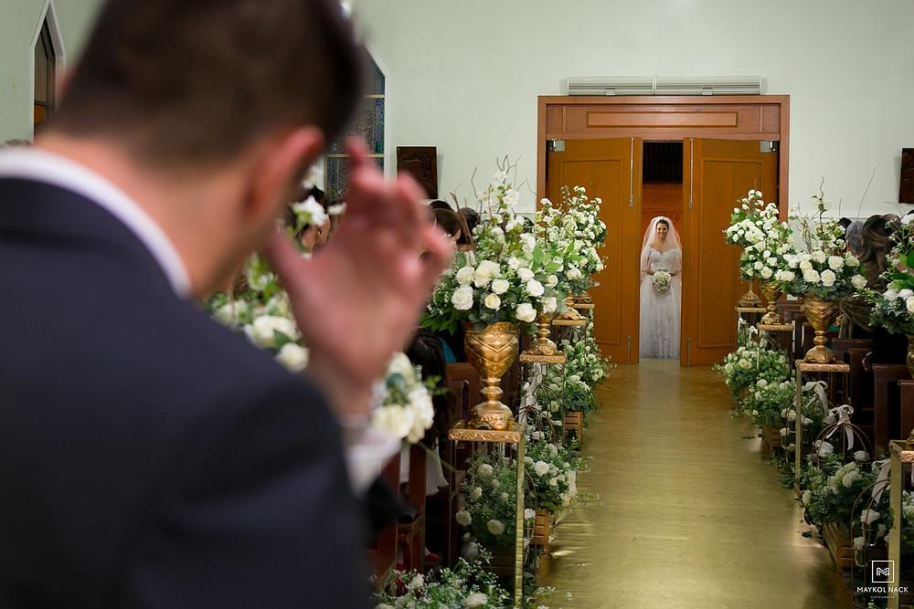 noivo chorando entrada da noiva
