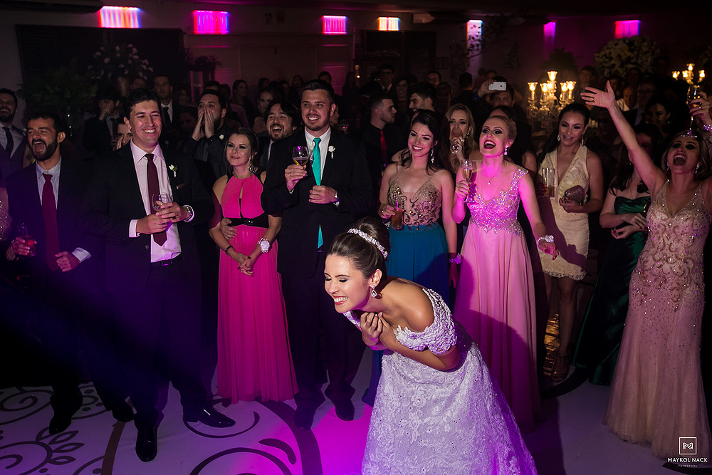 noiva emocionada casamento