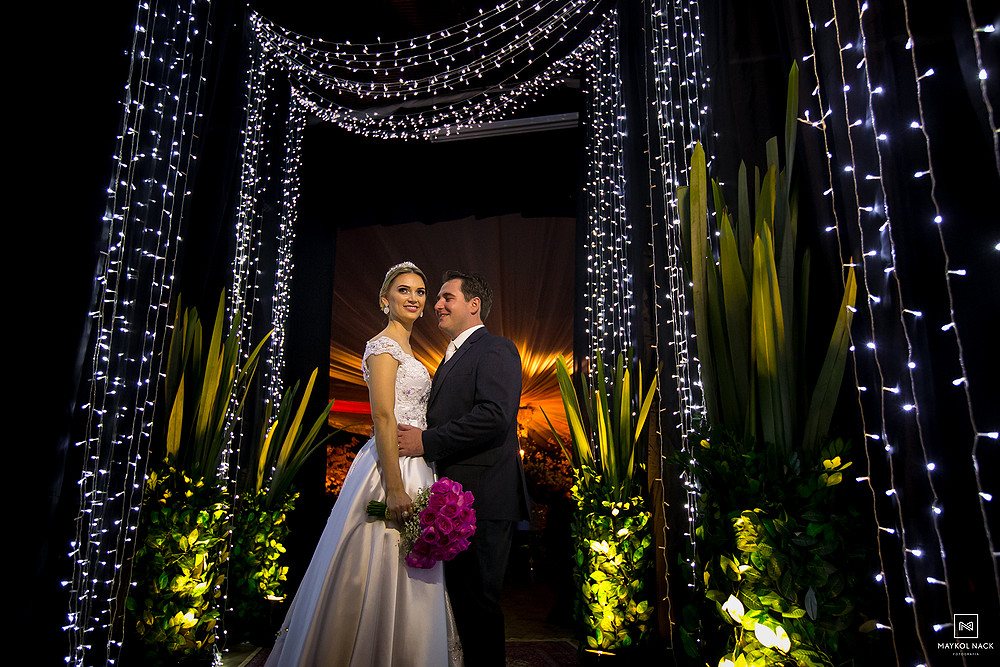 entrada do casamento contra luz