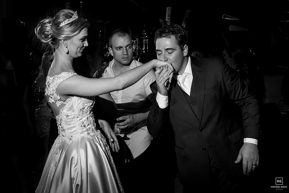 noivos felizes casamento