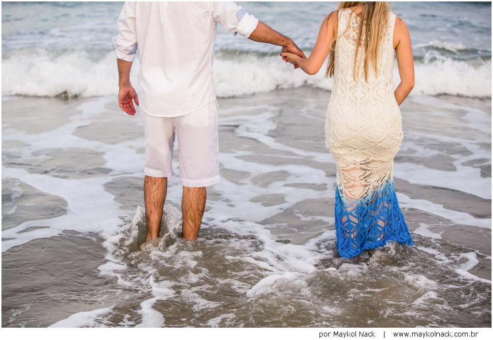 casal na praia do rosa