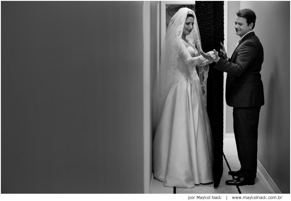 noivos se tocando antes do casamento