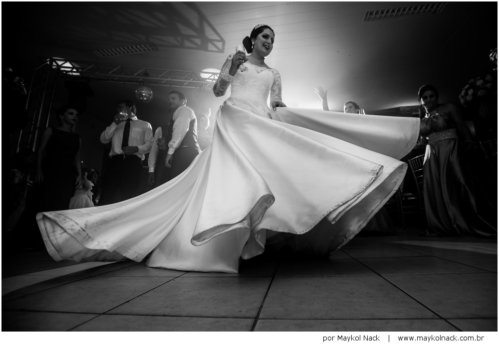 noiva rodando vestido
