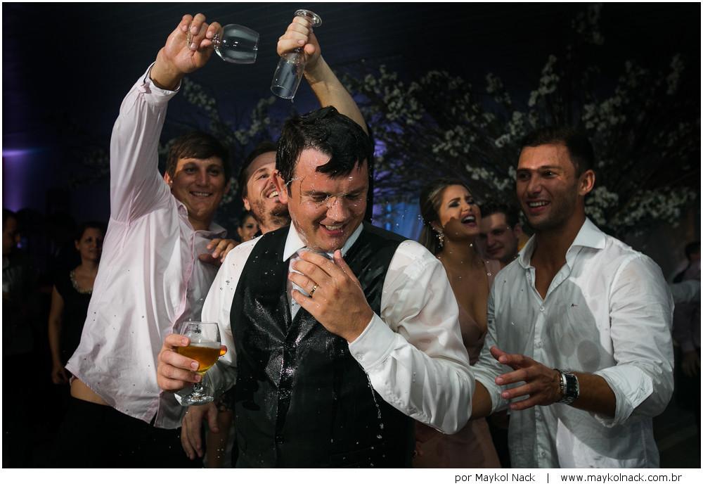 noivo em festa de casamento