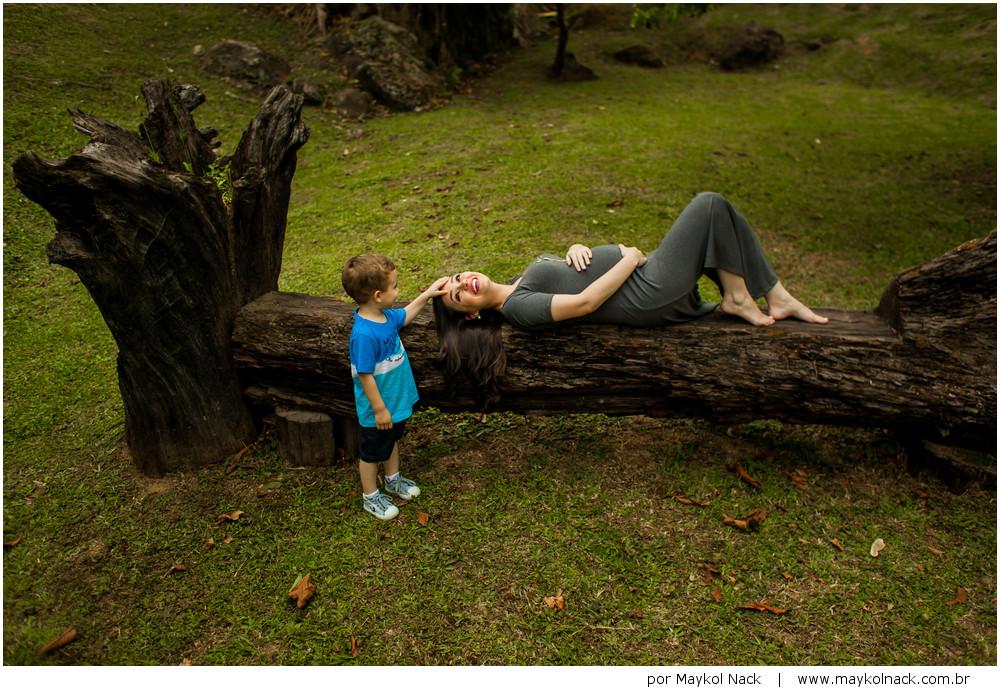 mãe grávida e filho