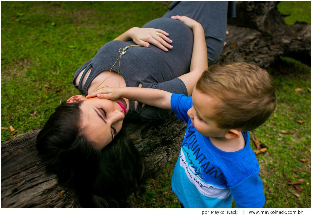 primeiro filho e mãe grávida