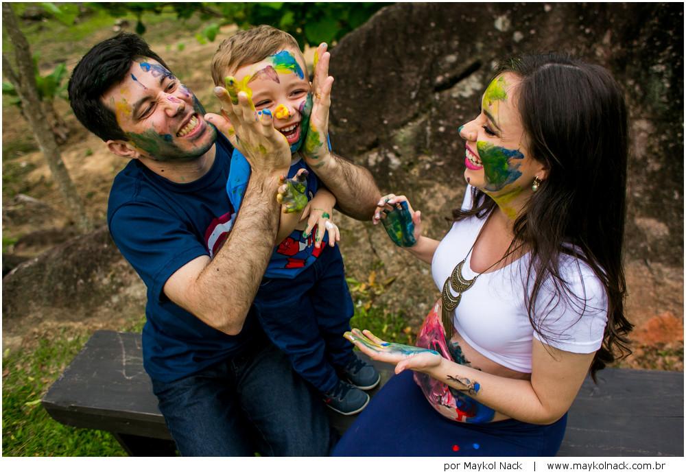 família com tinta guache