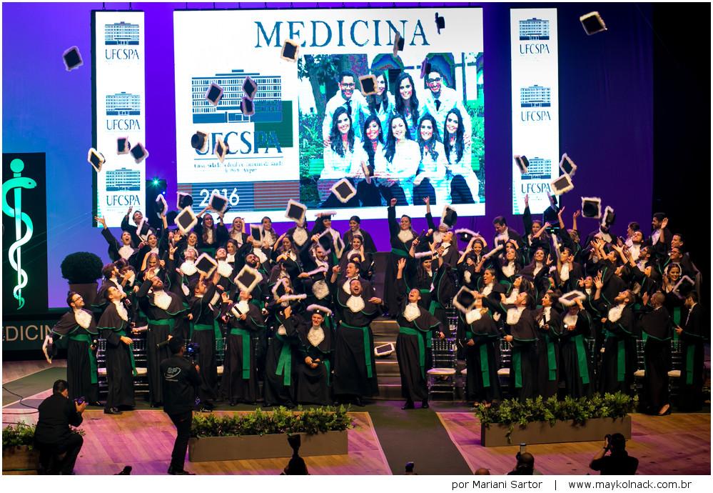 entrega de diploma medicina