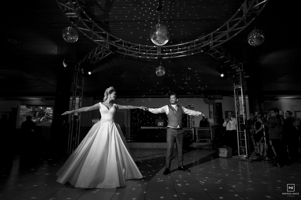 dança dos noivos no petrus