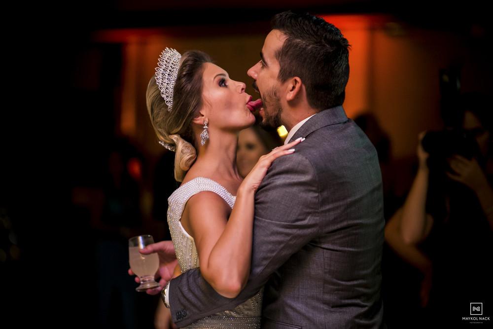 foto de noivos em casamento
