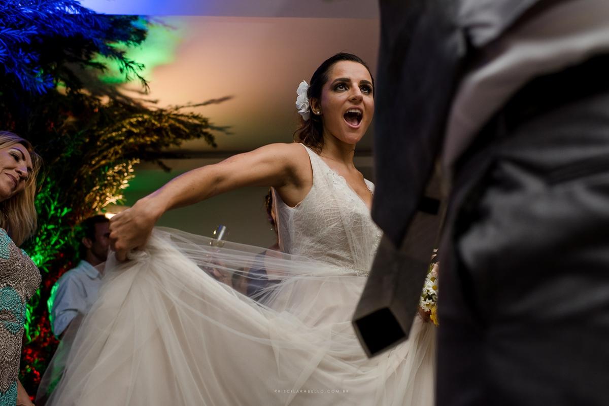 Foto por Priscila Rabello, em casamento de dia no Les Relais de Marambaia, RJ