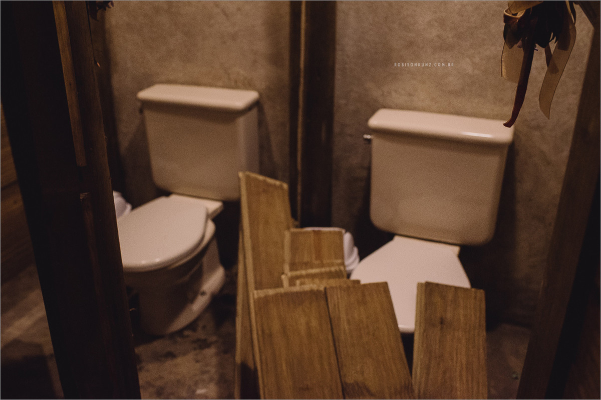 banheiro quebrado