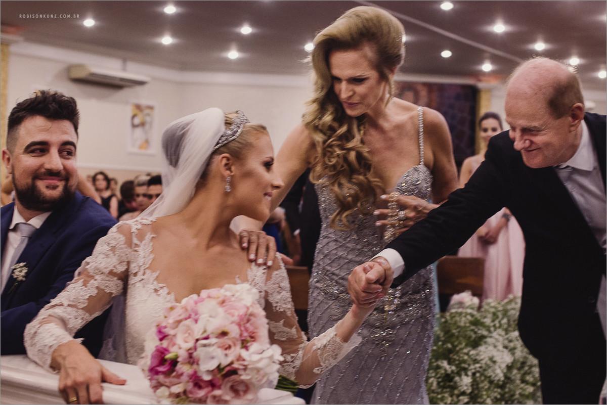 emoção durante a cerimonia de casamento