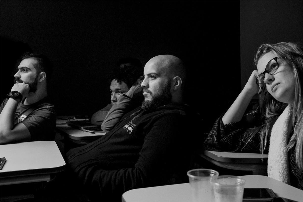 alunos emocionados durante workshop