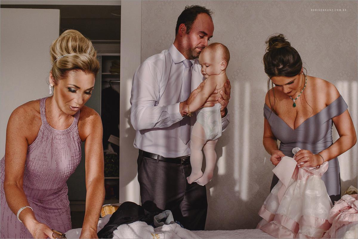 trocando o bebe no making of da noiva