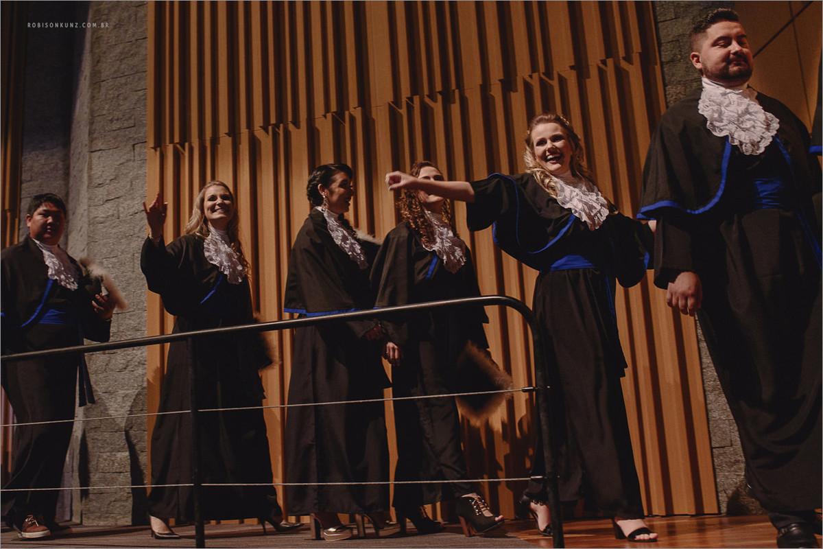 entrada dos formandos na feevale