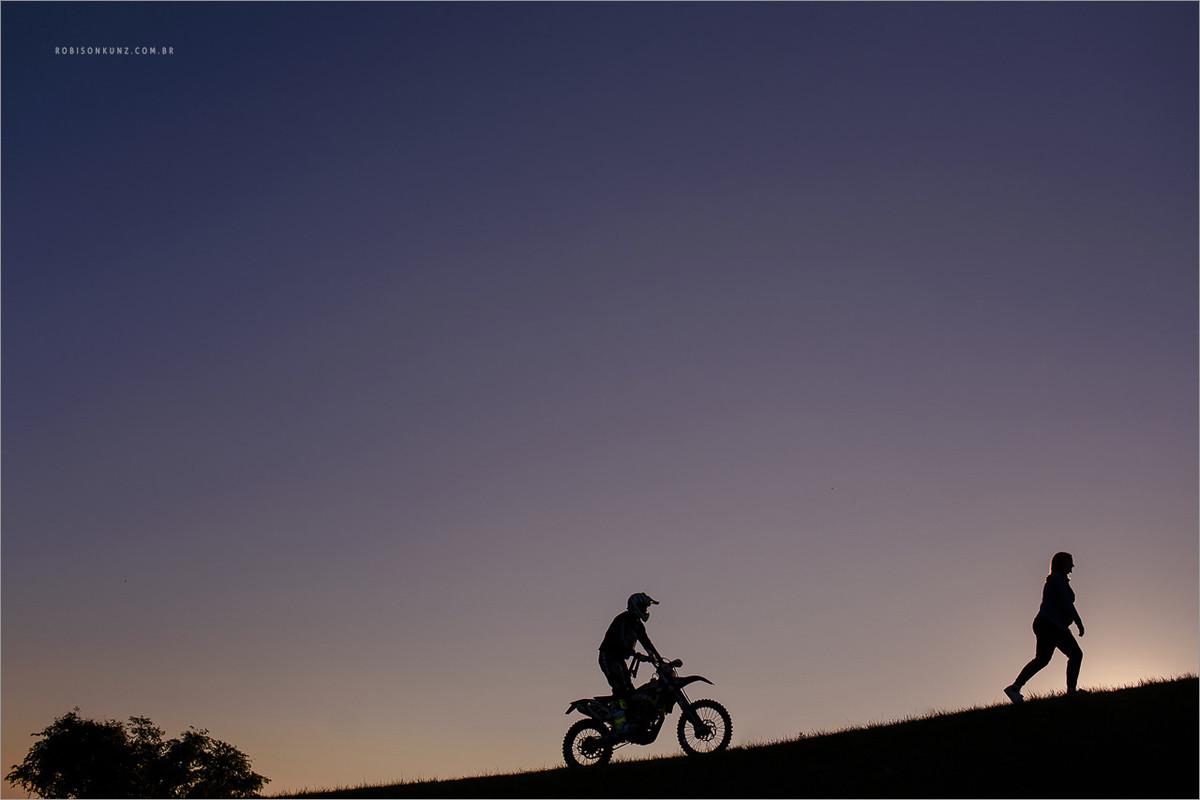 fotos de gravida com a moto do pai