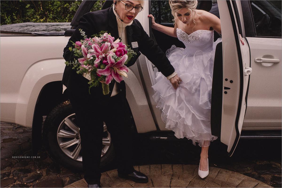 noiva chegando para a cerimonia