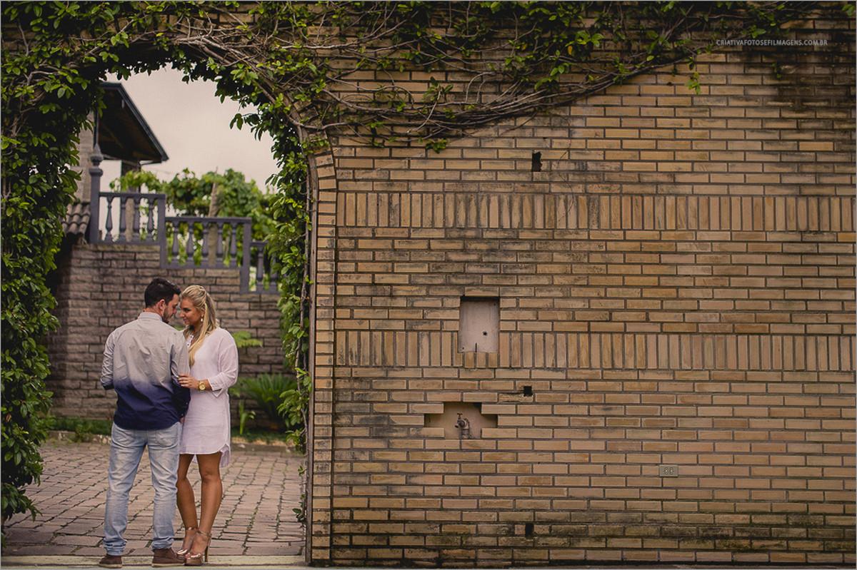 rafaella-e-gustavo-pre-casamento-serra-guacha-novo-hamburgo-bento-goncalves-vale-dos-vinhedos-ensaio-de-casal-fotos-casal-serra-gaucha-vinicola-casa-valduga-fotos-diferetes-casal-fotos-antes-casamento-fotos-casal-parrera-de-uva