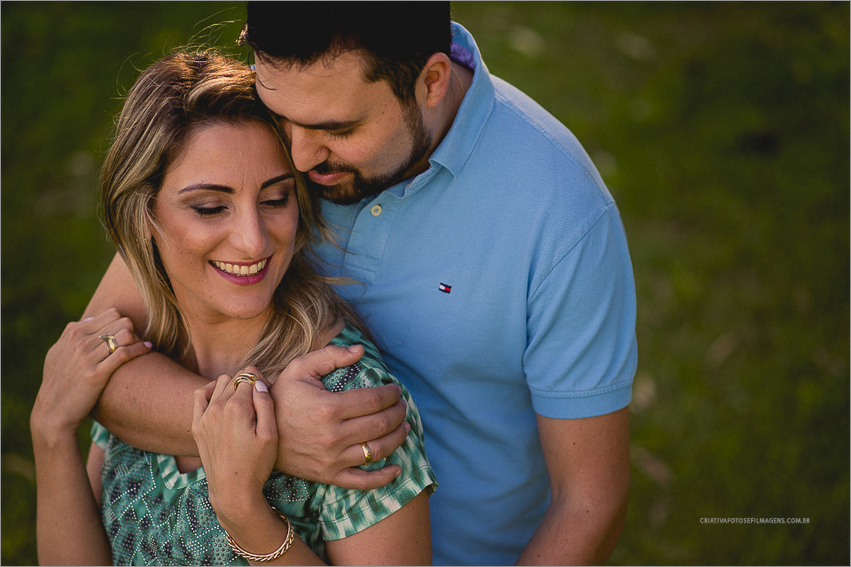 melissa-e-joao-pre-casamento-ensaio-de-casal-fotos-diferente-casal-casias-do-sul-serra-gaucha-fotografo-rs-fotos-de-casal-rs-fotos-no-campo-fotos-casal-no-sitio-fotos-final-do-dia-por-do-sol-robison-kunz-picada-cafe