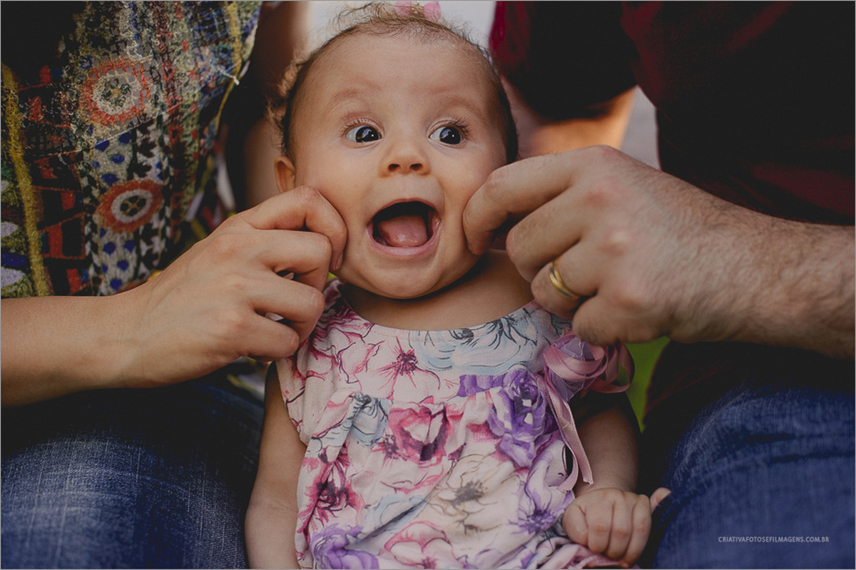 flora-sessao-fotografica-6-meses-fotos-bebe-6-meses-ensaio-infantil-fotos-familia-fotos-crianca-6-meses-fotos-diferente-de-familia-ivoti-buraco-do-diabo-robison-kunz-fotografia-familia-rs-serra-gaucha