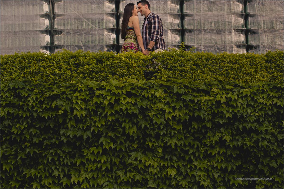 eliane-e-gustavo-pré-casamento-vinicola-miolo-cantina-miolo-bento-gonçalves-ensaio-de-casal-serra-gaucha-fotos-casal-serra-gaucha-robison-kunz-fotos-espontaneas-casal-fotos-casal-com-emoção-fotos-diferentes-pre-casamento-pre-we
