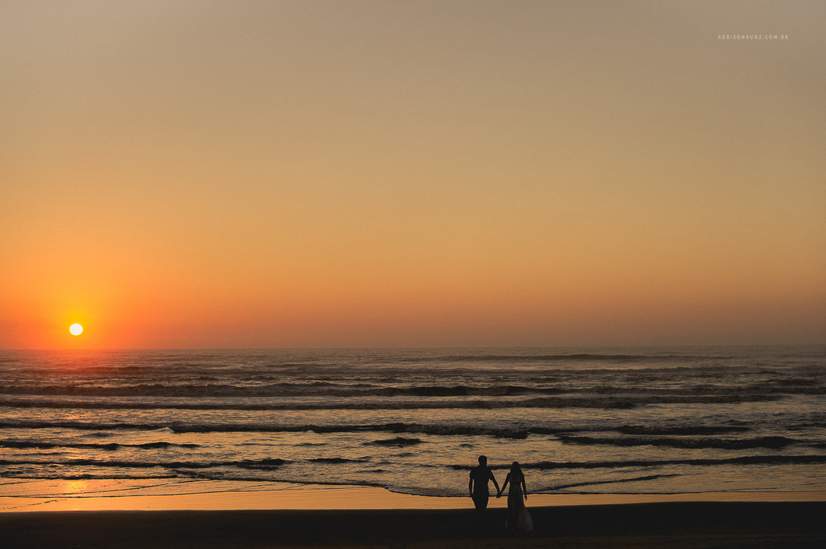 pre casamento no nascer do sol na praia