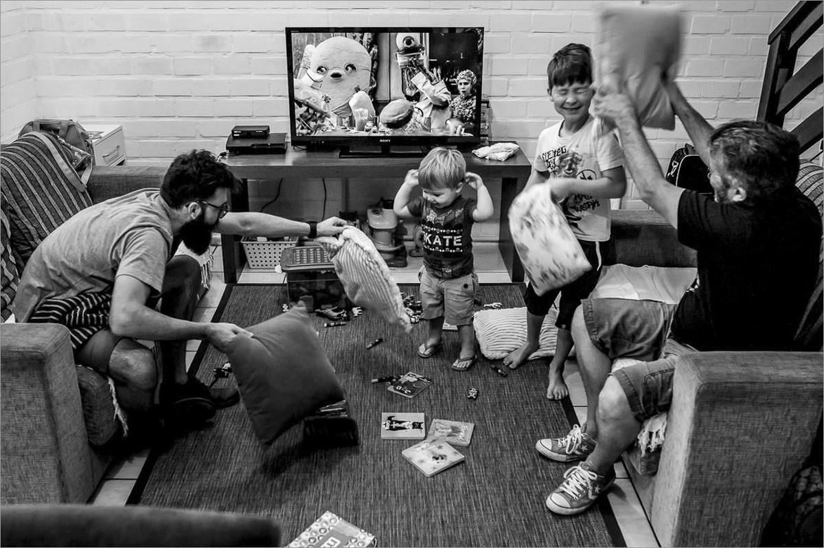 workshop perseguindo fotografias verdadeiras com nei bernardes e robison kunz - bagunça com as crianças