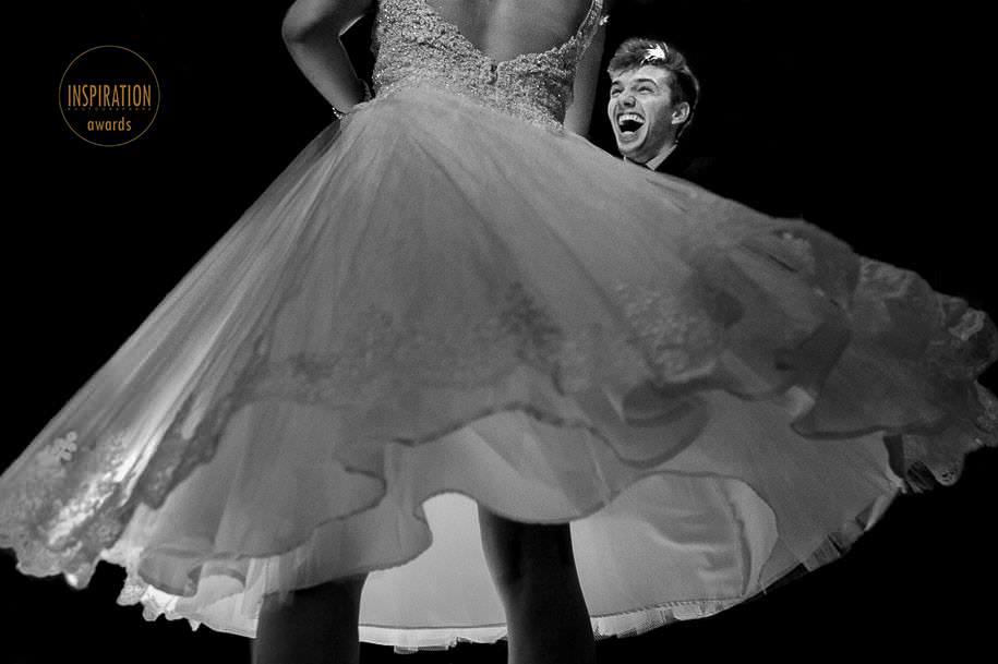 noiva e noivo dançando no casamento- foto de robison kunz premiado entre as melhores fotos de casamento do brasil - foto premiada pela inspiration photographer