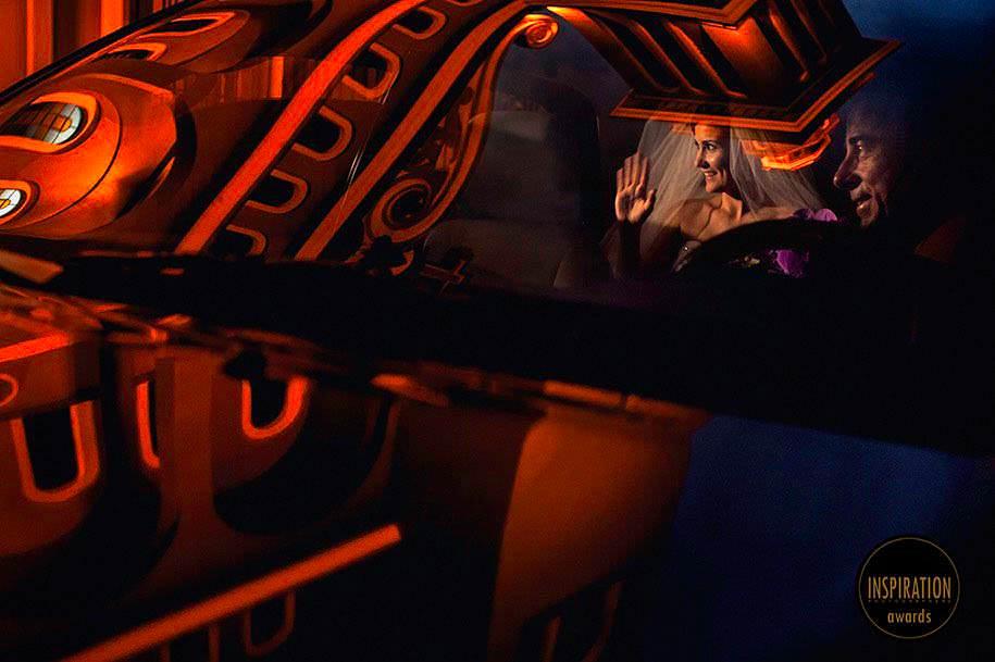 noiva e o reflexo da igreja no carro - casamento na catedral de novo hamburgo - foto de robison kunz premiado entre as melhores fotos de casamento do brasil - foto premiada pela inspiration photographer