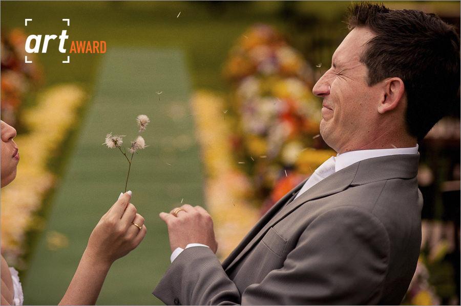 fotos de casamento premiadas pela fineart association - foto diferente de noivos durante o casamento - casamento no hotel vila verde em nova petropolis